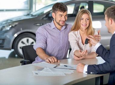 """6 tuyệt chiêu """"đánh bại"""" nhân viên bán xe ô tô trong """"cuộc chiến"""" mặc cả giá"""