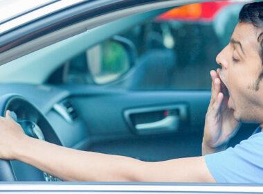 """Bỏ túi những """"bí kíp"""" chống buồn ngủ cực hiệu quả khi lái xe"""