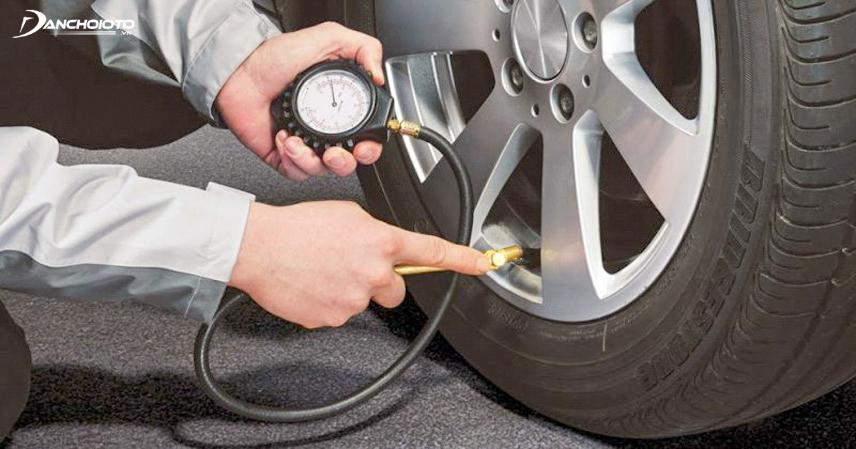 Kiểm tra lốp giúp đảm bảo an toàn khi lái xe