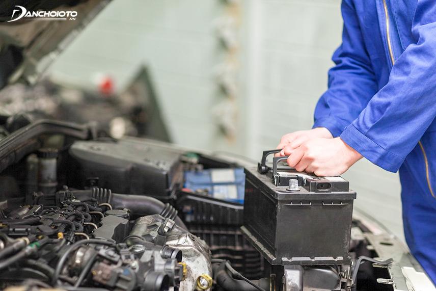 Bình ắc quy là bộ phận ảnh hưởng đến hoạt động của các thiết bị điện trong xe