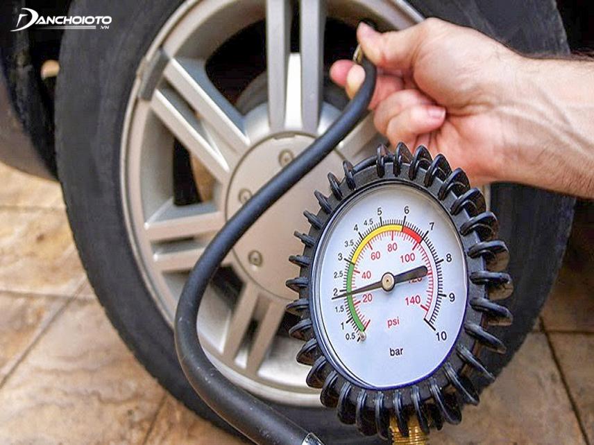Bơm lốp xe theo áp suất tiêu chuẩn