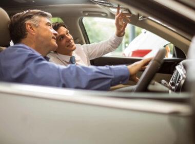 """Cảnh giác: Bóc mẽ các """"mánh"""" thâm hiểm bán xe ô tô cũ giá cao"""