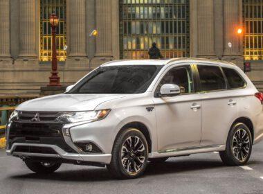 Đánh giá Mitsubishi Outlander 2018