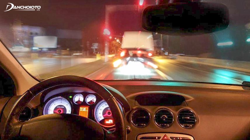 Để đảm bảo an toàn cho bản thân, những người sở hữu xe nên kiểm tra hệ thống đèn chiếu sáng xe
