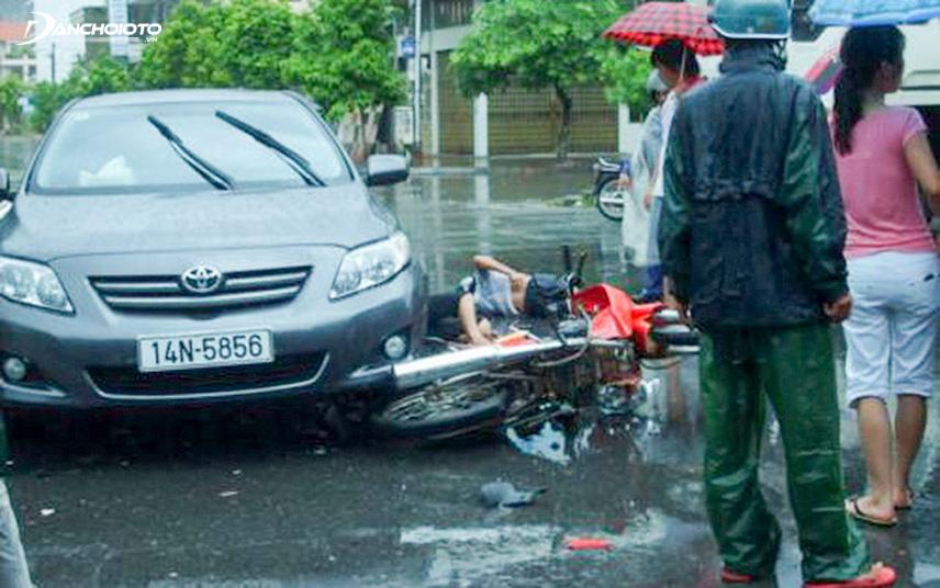 Dùng gạt mưa xuống cấp tăng 9 lần nguy cơ tai nạn