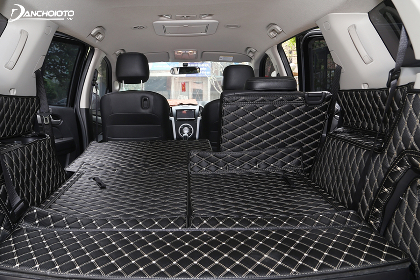 Use car trunk mats for easy cleaning