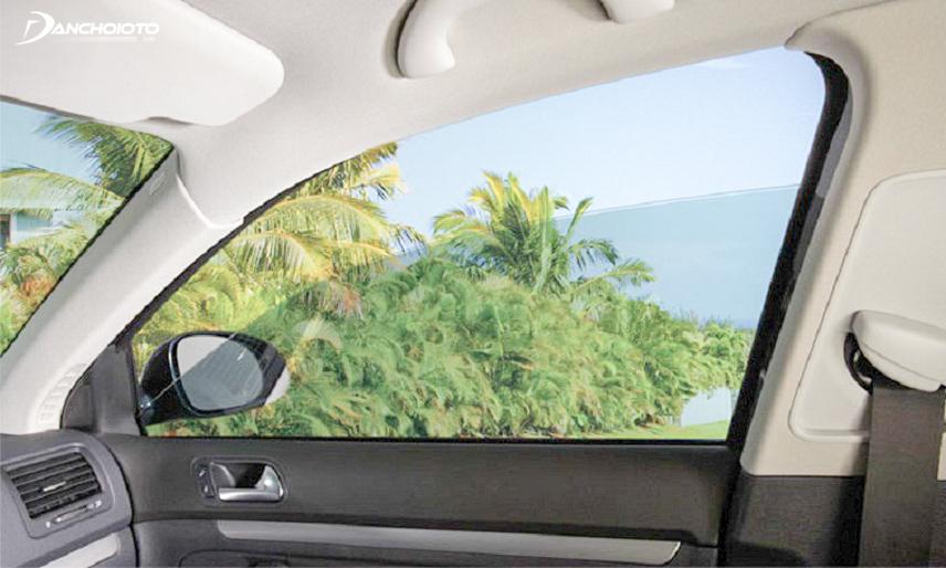 Hạ cửa kính khi di chuyển cũng sẽ làm người lái xe thấy mát mẻ hơn