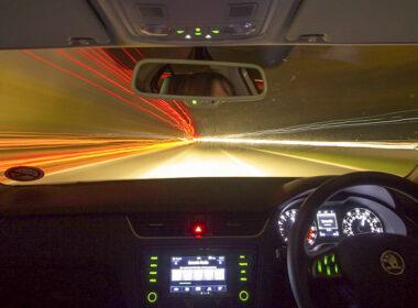 Hãy là người văn minh khi biết sử dụng đèn pha ô tô đúng cách!