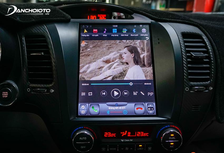 Hiện nay, hệ thống loa ô tô chủ yếu phát âm thanh từ màn hình giải trí xe