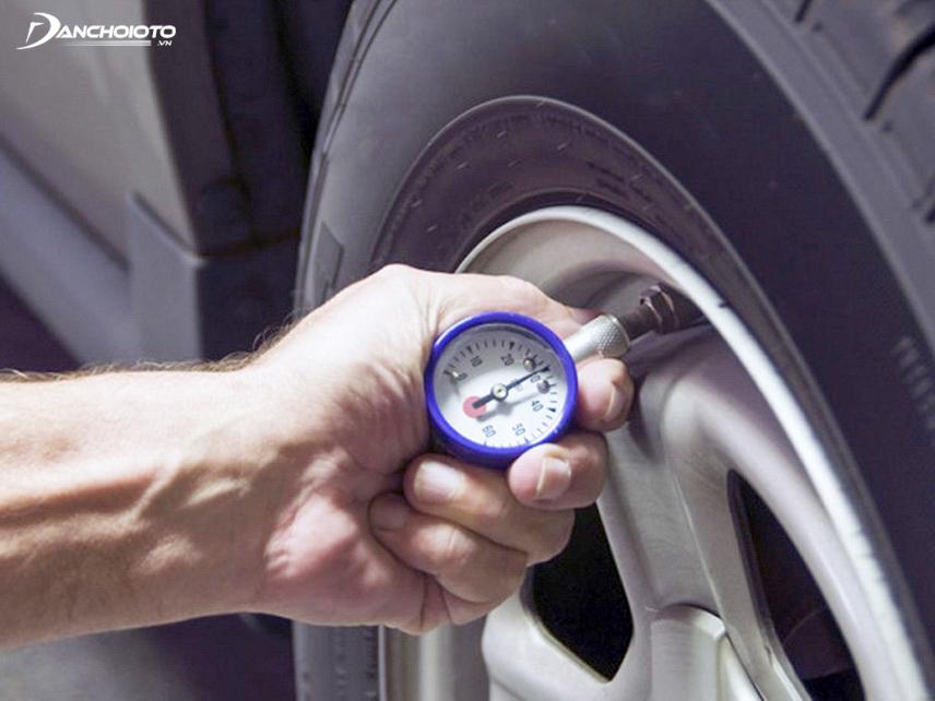 Kiểm tra lốp xe ô tô