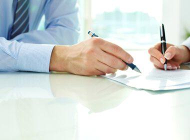 Kinh nghiệm ký hợp đồng mua ô tô