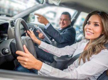 Bí quyết lái thử xe cho người lần đầu đi mua xe ô tô