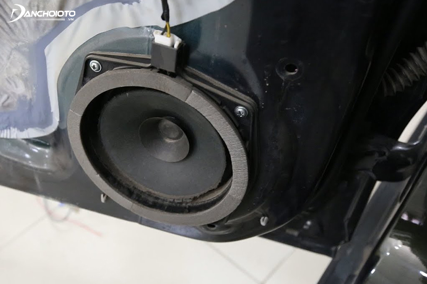 Each vehicle, its position will be compatible with speakers of different sizes and configurations