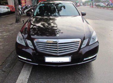 mua-xe-mercedes-e300-cu-doi-2012