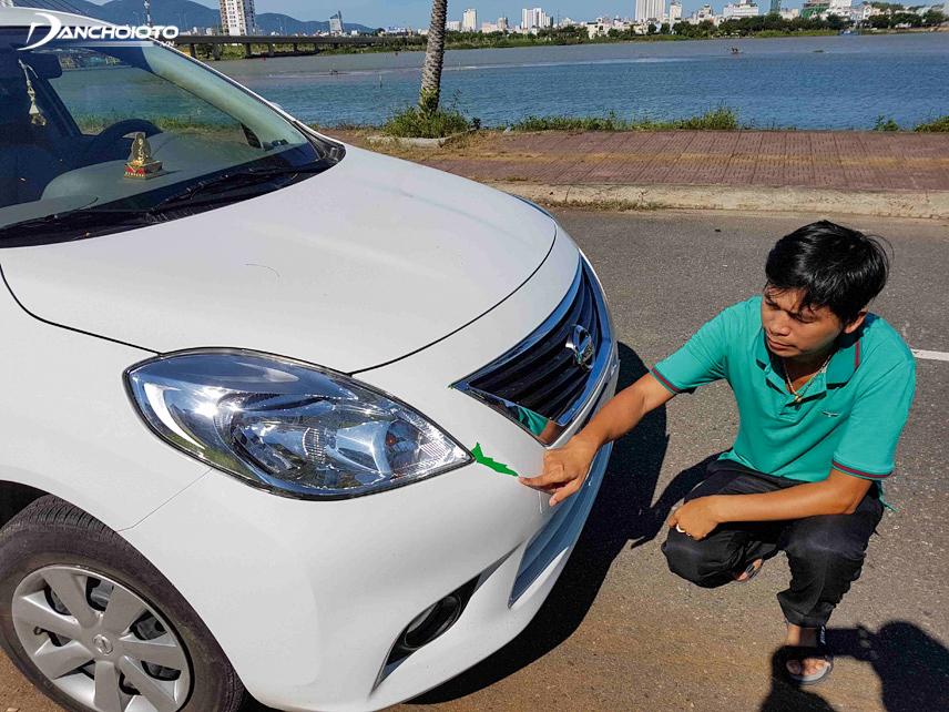 Nếu xe được sơn lại toàn bộ, để mắt nhìn ở góc 45 độ so với bề mặt và đánh giá lớp sơn