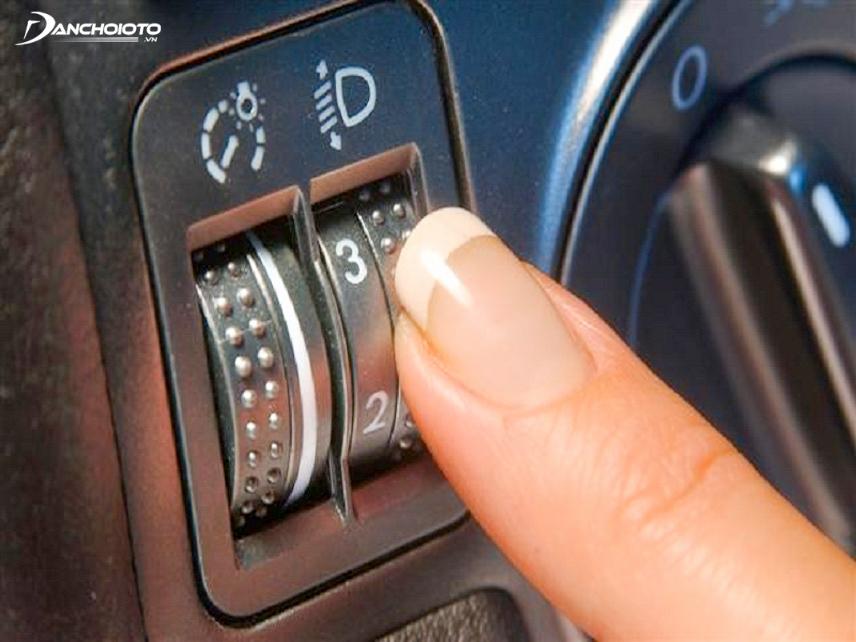Nút điều chỉnh đèn pha Xenon