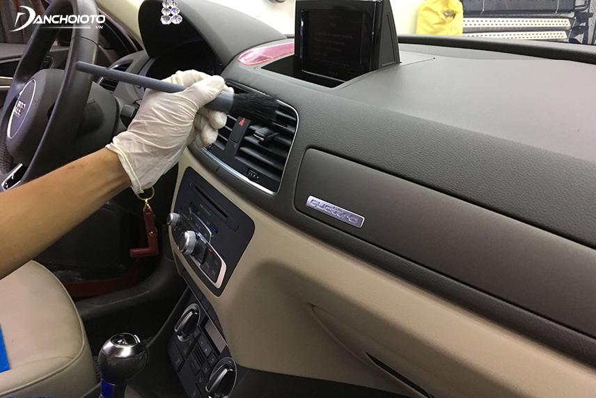 Sau khi mua xe ô tô cũ nên vệ sinh nội thất và khoang động cơ