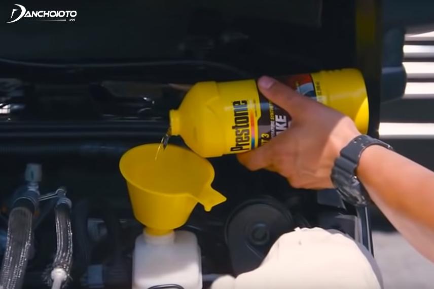 Thay dầu phanh ô tô khi nhận thấy dầu cũ không còn đảm bảo