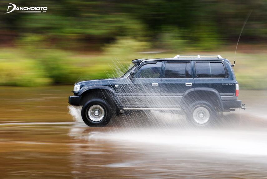 Vè che mưa có nhiều tác dụng khi xe bạn đi dưới trời mưa ướt