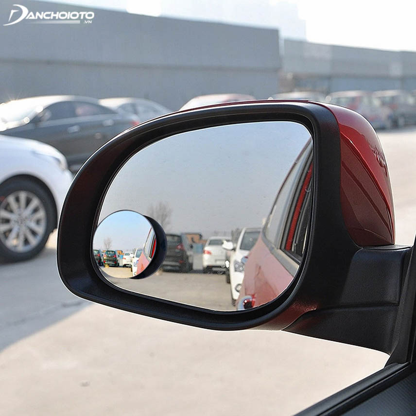 Rear view mirror supports easy reverse