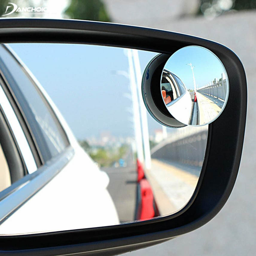 Spherical mirror eliminates blind spots to maximize the visibility
