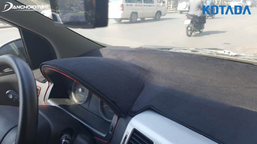 Thảm chống nóng taplo giúp bảo vệ hiệu quả taplo tránh khỏi tác hại của nắng nóng