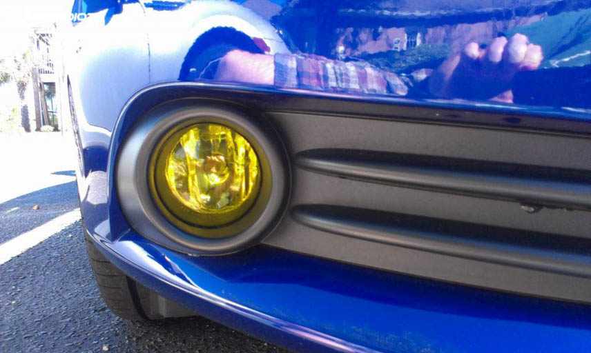 Yellow light is the specified color of automobile fog lamps