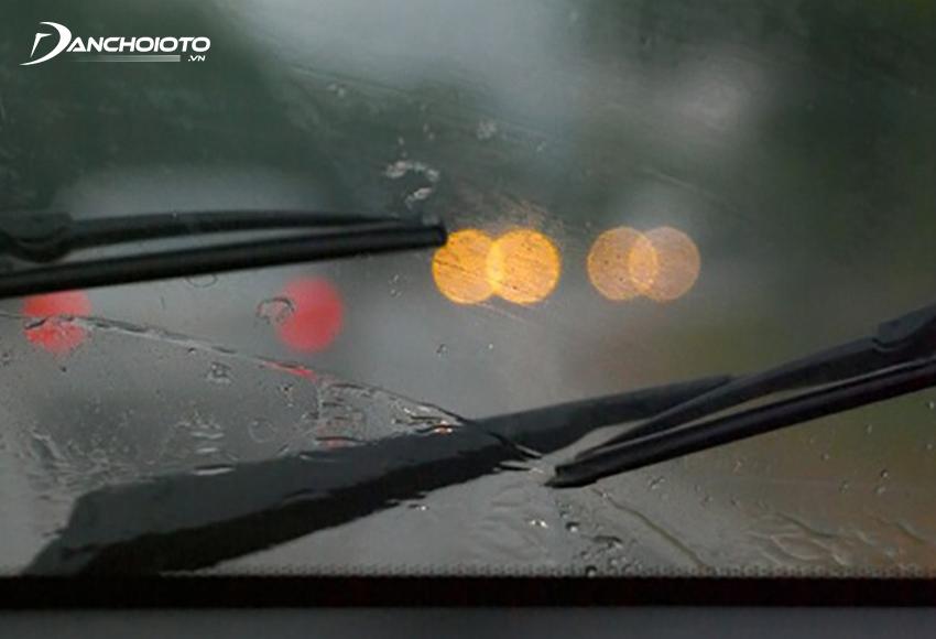 Gạt mưa không gạt sạch nước