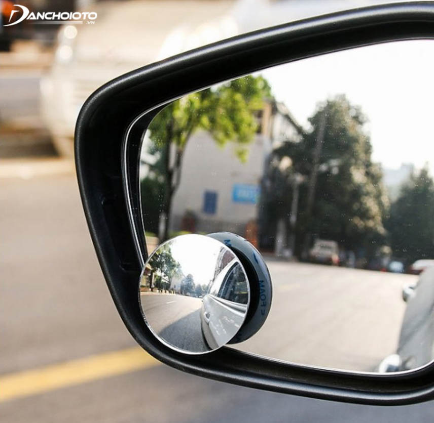 Full-spherical 360-degree mirror has a standard power ratio for a wider viewing angle