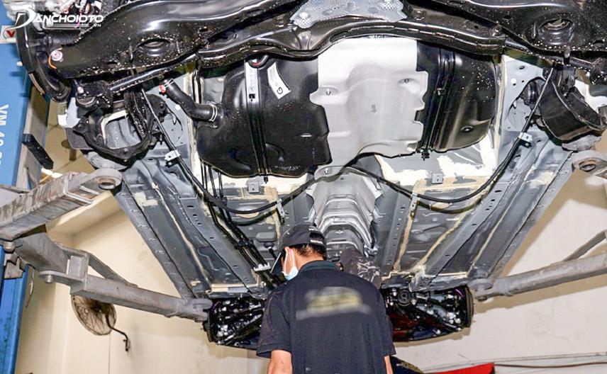 Quan sát phần gầm xe có thể tìm ra bệnh của ô tô