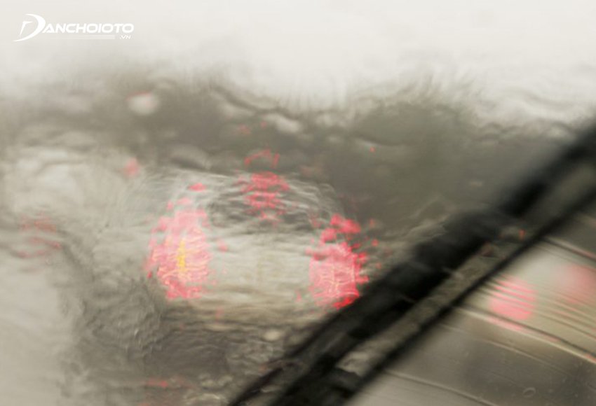 Sử dụng gạt mưa xuống cấp tiềm ẩn rất nhiều nguy hiểm