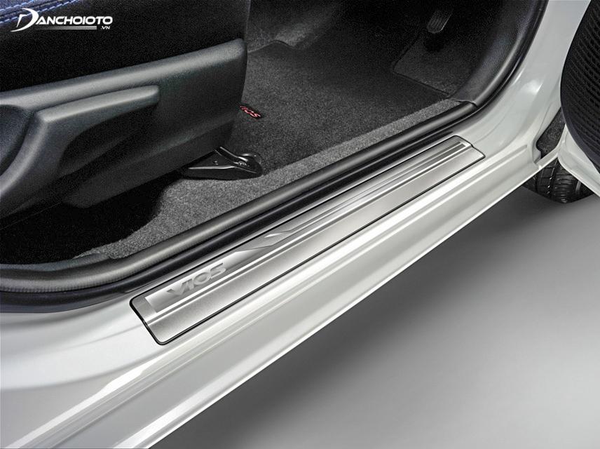 Nếu phát hiện thấy các dấu hiệu bất thường ở sơn bậc cửa xe thì đây rất có khả năng là xe taxi thanh lý