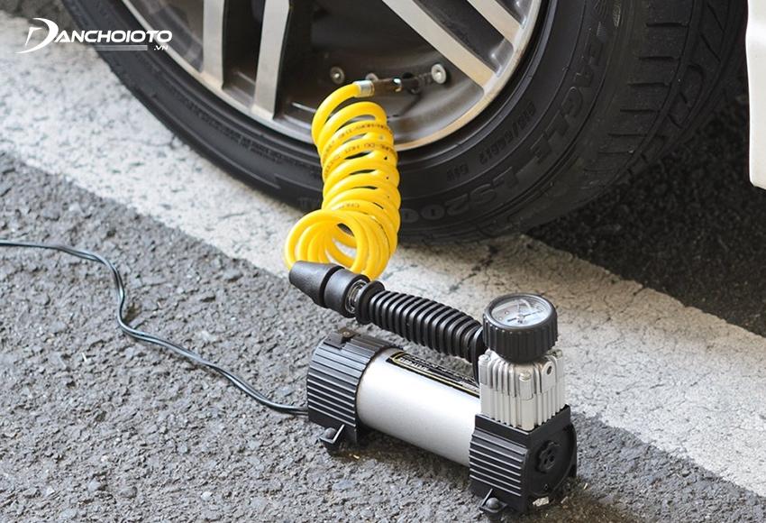 Máy bơm lốp ô tô giúp bơm lốp nhanh khi cần