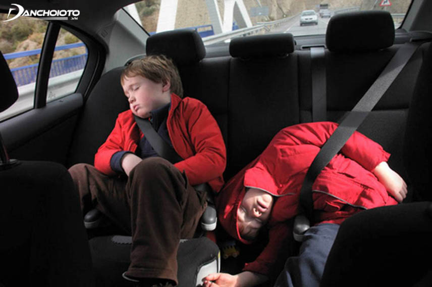 Sitting and sleeping makes children tired and tired