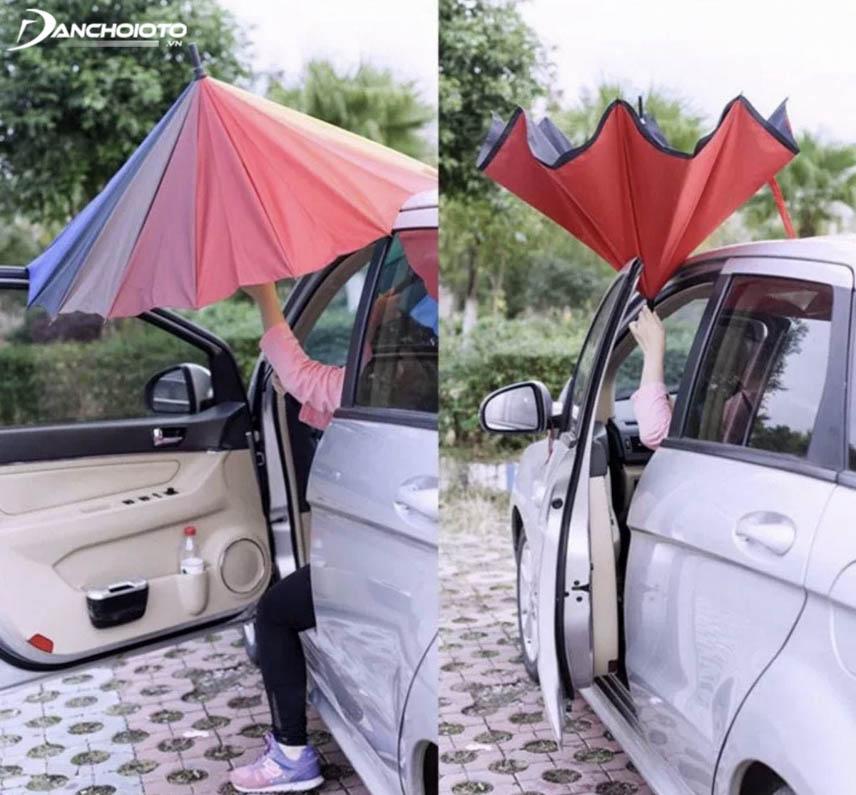 Reverse folding umbrellas easily fold / open when sitting in a car