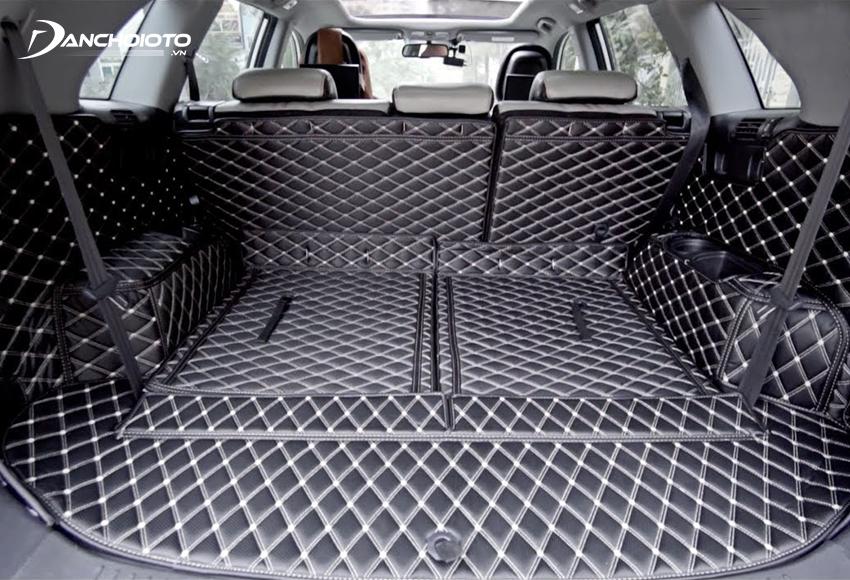 Thảm lót cốp ô tô vừa giúp bảo vệ cốp xe, vừa giúp việc vệ sinh cốp dễ dàng hơn