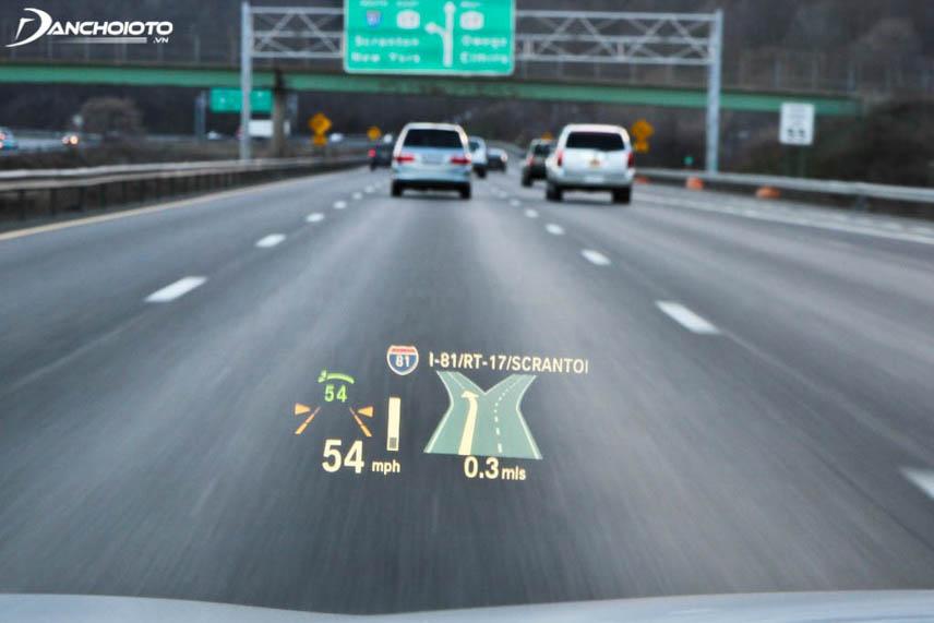 Thông tin hiển thị trên màn hình ảo trước kính chắn gió