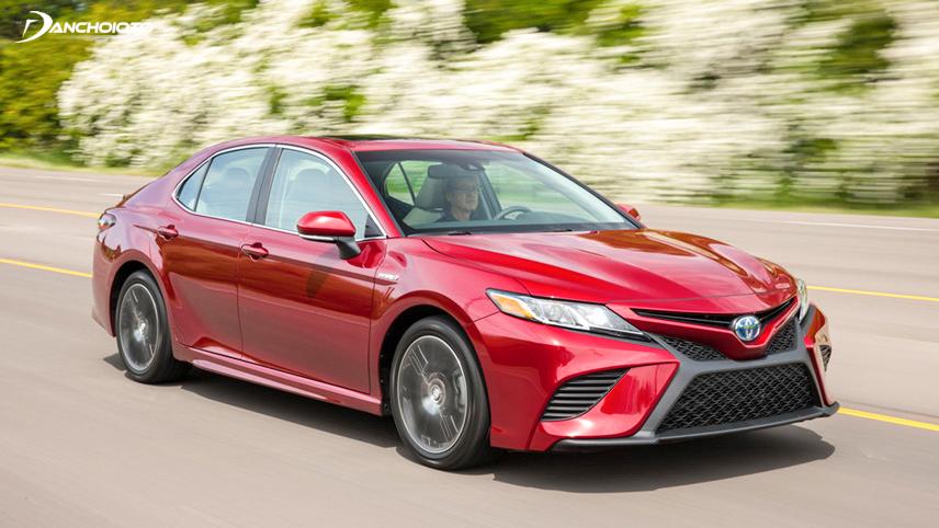 Toyota Camry lấy lại điểm với khả năng vận hành mạnh mẽ, tiết kiệm nhiên liệu