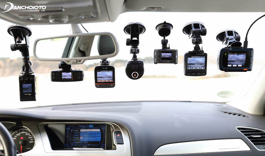 The dashcam helps to capture road situations