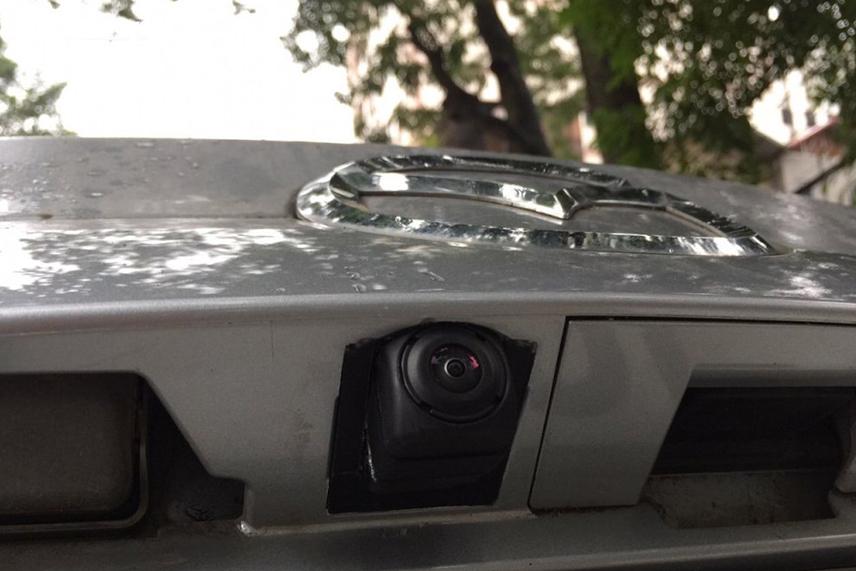Camera lùi lắp đuôi xe ô tô