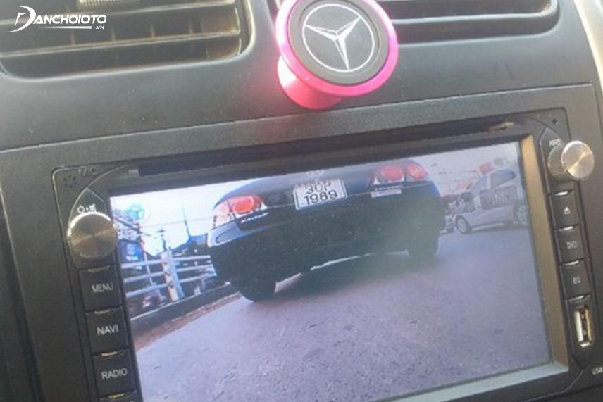 Camera tiến mũi xe giúp quan sát khu vực ngay trước đầu xe