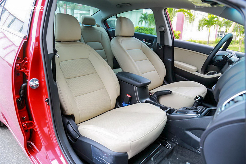 Không gian nội thất xe Kia Cerato 2016 rất hài hòa và tiện nghi