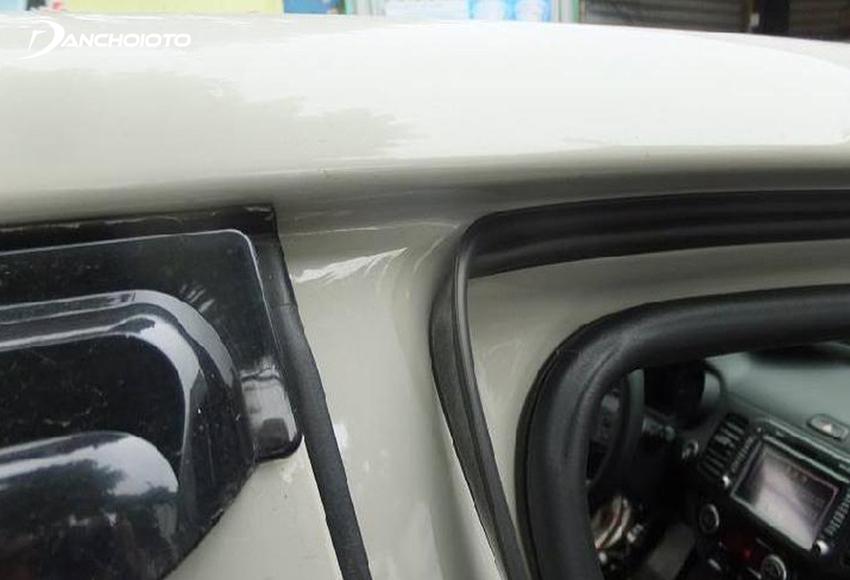 Lắp gioăng cao su chống ồn ô tô là một trong những giải pháp chống ồn ô tô