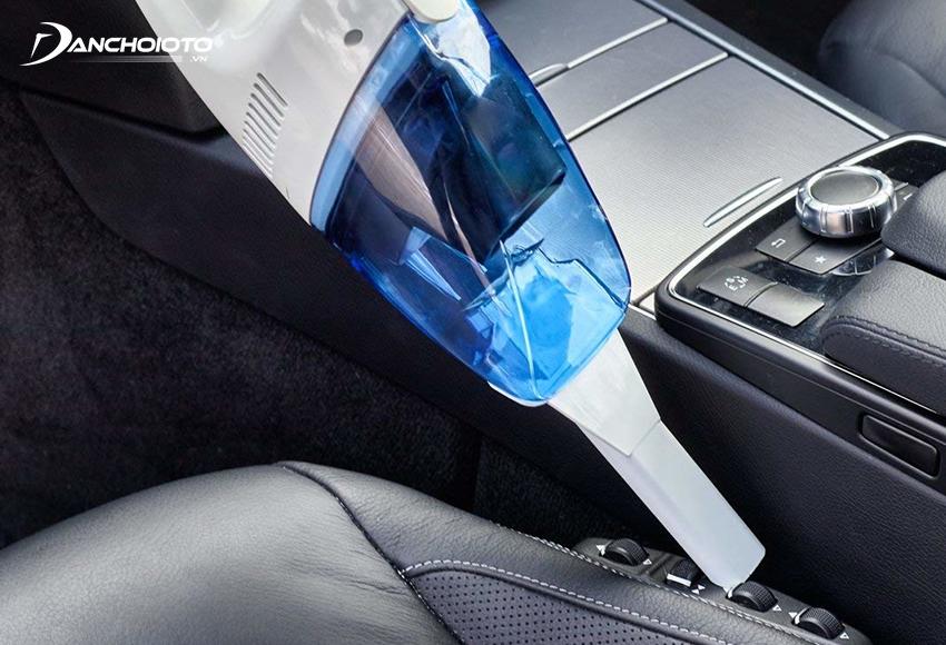 Máy hút bụi mini ô tô giúp làm sạch dễ dàng các ngóc ngách, khe kẽ hẹp khó vệ sinh
