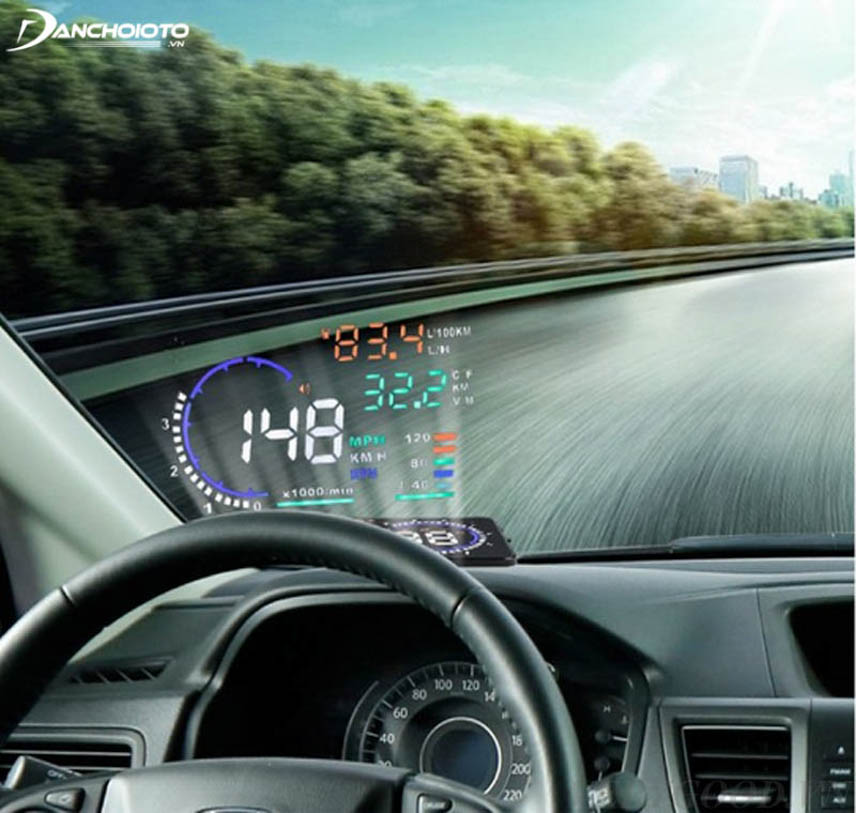 Select products with fully functional display on the steering glass