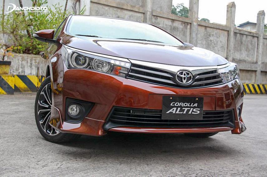 Ngoại thất Toyota Altis 2017 được đánh giá cao với vẻ sang trọng, cá tính