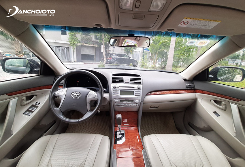 Nội thất Toyota Camry 2.4G 2010