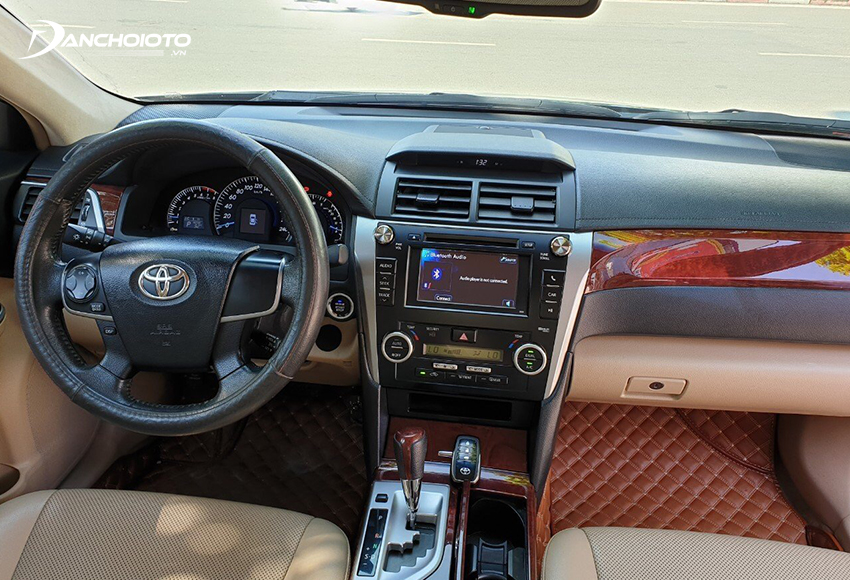 Nội thất Toyota Camry 2012