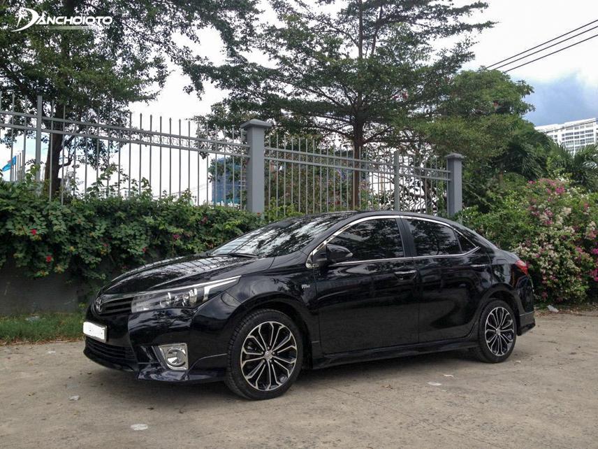 Toyota Altis mang lại cảm giác lái đầm chắc, phù hợp với nhiều cung đường