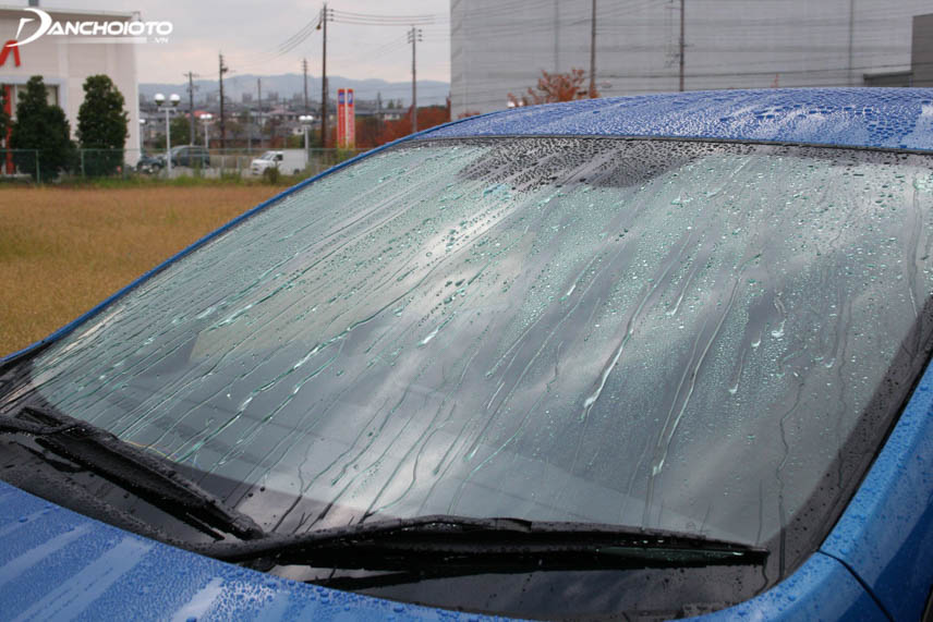 When nano-coated, it will be difficult for water to build up or remain on the steering glass for long